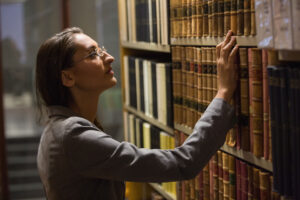 lawyer-picking-book-in-the-law-library-at-the-univ-P3WW6CN.jpg